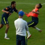 Neymar chơi xấu sau khi bị 'xâu kim' ở tuyển Brazil
