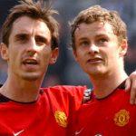 Neville chê lối chơi của Van Gaal, khích lệ Solskjaer