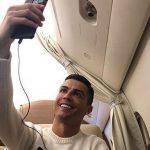 Ronaldo bị trách móc vì đăng ảnh tươi cười trên máy bay