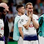 CĐV Arsenal chế giễu 11 năm trắng tay của Tottenham