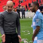 HLV Guardiola dạy dỗ Sterling giữa lễ mừng Cup FA