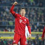 Lewandowski lập kỷ lục khi Bayern bằng điểm Dortmund