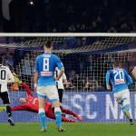 Juventus hạ Napoli trong trận đấu có hai thẻ đỏ