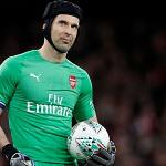 David Seaman nghi ngờ Chelsea tuồn tin đồn về Petr Cech