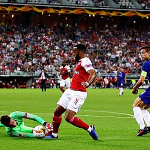 Robbie Savage: 'Arsenal bị từ chối một quả phạt đền'