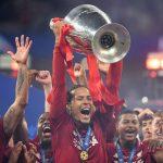 Van Dijk bỏ xa Ronaldo về cơ hội giành Quả Bóng Vàng