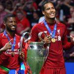 Tuyển Hà Lan vỗ tay, chào đón hai nhà vô địch Champions League