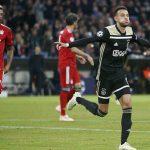 Ajax hòa trên sân Bayern, giữ ngôi đầu bảng