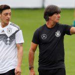 Ozil từ chối gặp Joachim Low