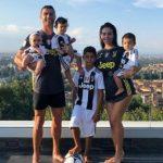 Ronaldo khoe ảnh cả nhà, hứa chơi hết hợp đồng với Juventus