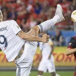 Pha làm bàn kiểu taekwondo đánh dấu bàn thứ 500 của Ibrahimovic