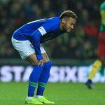 Neymar rời sân sau sáu phút khi Brazil đánh bại Cameroon