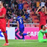 Adisak san bằng kỷ lục 22 năm trước của Natipong tại AFF Cup