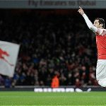 Arsenal thoát thua phút chót ở Emirates