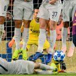 Cầu thủ Inter tự hào về 'pha di chuyển cá sấu' ngăn Suarez đá phạt