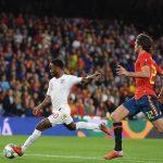 Tây Ban Nha thua trận đầu tiên dưới triều đại Luis Enrique
