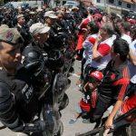 Chung kết lượt về Copa Libertadores bị hoãn lần hai vì bạo lực