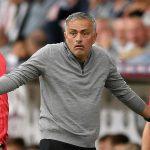 Mourinho bông đùa về phí đền bù hợp đồng nếu bị Man Utd sa thải