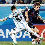 HLV Valverde: 'Modric tuyệt vời nhưng Messi hay nhất'