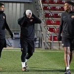 Yerry Mina thua cược đá phạt với Messi và Suarez