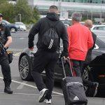 Mourinho được lính mang súng tiểu liên bảo vệ khi trở về Anh