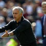 Rio Ferdinand bóng gió đòi sa thải Mourinho