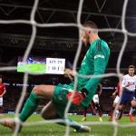 De Gea kém Van der Sar về thành tích cản phá một trận