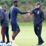 Pogba phớt lờ Mourinho, chỉ bắt tay các trợ lý HLV