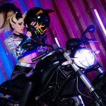 Chiêm ngưỡng vẻ lạnh lùng của chị đại Akali trên siêu xe Ducati