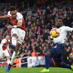 Aubameyang bắt kịp một kỷ lục ghi bàn ở Ngoại hạng Anh