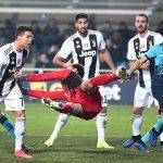 Ronaldo cứu Juventus thoát thua