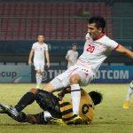 Cầu thủ Malaysia khiến đối thủ gãy gập chân ở giải U19 châu Á