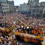 30.000 CĐV đổ ra đường mừng chức vô địch hạng Nhất Anh