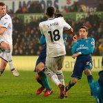 Arsenal thua đội cuối bảng trong lần đầu Mkhitaryan thi đấu
