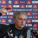 Mourinho nói liên tục 12 phút để bảo vệ bản thân