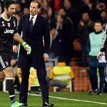 CĐV Real đứng dậy vỗ tay khi Buffon rời sân