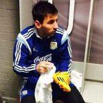 Hình ảnh Messi lau giày được treo trong Trung tâm đào tạo trẻ của Man Utd