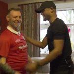 Kompany chia vui khoảnh khắc Man City vô địch cùng CĐV Man Utd