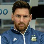 Messi vào phòng thay đồ Argentina, chia sẻ nỗi đau thua đậm Tây Ban Nha