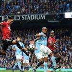 Mourinho nói gì với học trò trong giờ giải lao trận derby