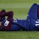Neymar rời sân trên cáng trong chiến thắng của PSG