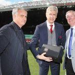 Thông điệp khắc trên món quà Ferguson và Mourinho tặng Wenger