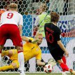 Modric: 'Sút hỏng phạt đền vì nghiên cứu quá kỹ thủ môn đối phương'