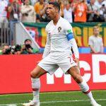 Ronaldo coi nhẹ kỷ lục, muốn Bồ Đào Nha sớm có vé đi tiếp