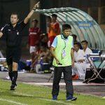 HLV Khánh Hòa bị đuổi vì phản ứng trọng tài bù giờ quá lâu