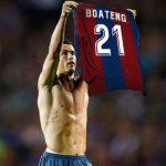 'Messi ngã trước vạch đích, Ronaldo vinh danh Boateng'