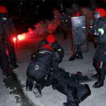 Cảnh sát Tây Ban Nha thiệt mạng khi ngăn CĐV đánh nhau