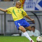 Roberto Carlos: 'Ronaldo, Messi còn đá, Neymar đừng mơ Quả Bóng Vàng'