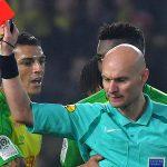 Trọng tài ngáng chân cầu thủ ở Ligue I bị treo còi sáu tháng