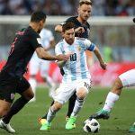Messi chạm bóng ít thứ hai trong hiệp một trận Argentina - Croatia